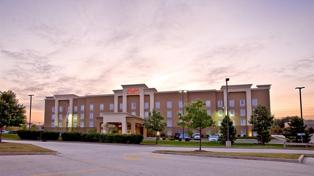 Hampton Inn and Suites Cedar Rapids - North